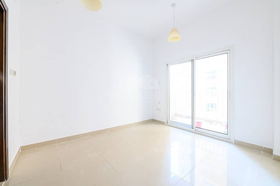 2 Spacious Bright Apartment available