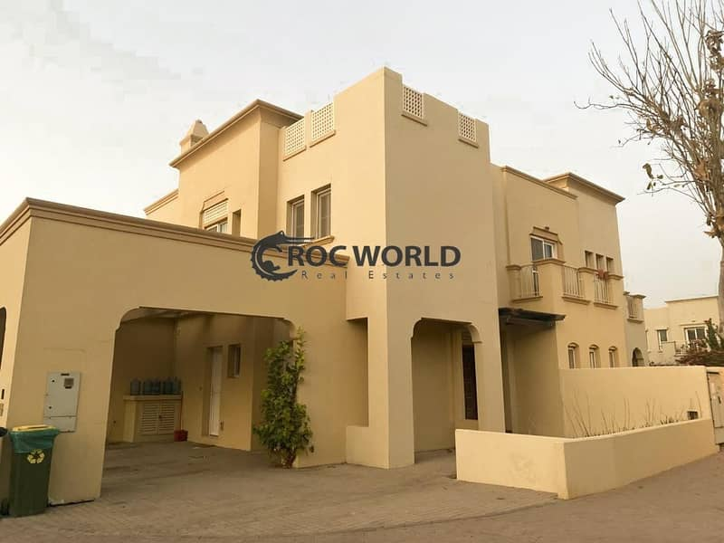 Single Row Villa in Front of Park & Pool
