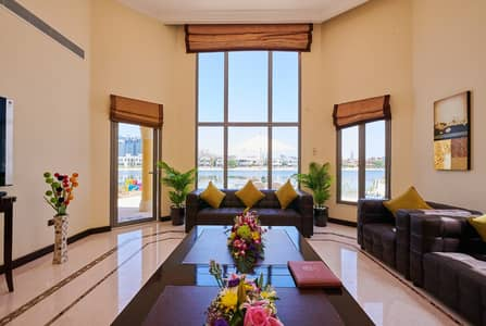 5 Bedroom Villa for Rent in Palm Jumeirah, Dubai - Living Room (Majlis)