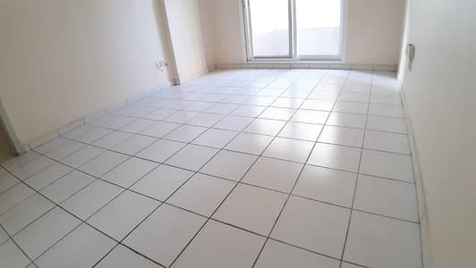 AMUSING OFFER 2BHK CLOSE HALL CENTRAL AC GAS ONLY 28K