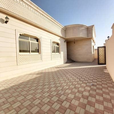 3 Bedroom Villa for Rent in Al Shamkha, Abu Dhabi - Mulhaq 3 Bedroom Hall with Separate Entrance and Yard in Al Shamkha
