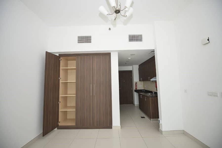 NO COMMISSION!!!/SPACIOUS/ STUDIO/ WINDSOR RESIDENCE