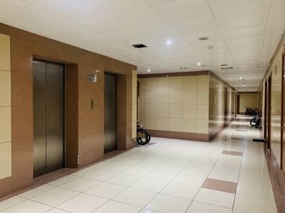 استوديو  للايجار في الكرامة، دبي - شقة في الكرامة 32000 درهم - 4657233