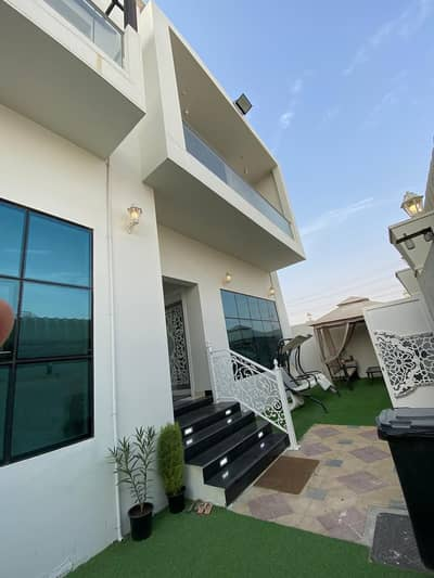 5 Bedroom Villa for Sale in Al Helio, Ajman - For sale villa with excellent design and freehold price for all nationalities. From the owner directly with electricity and water a corner of two streets