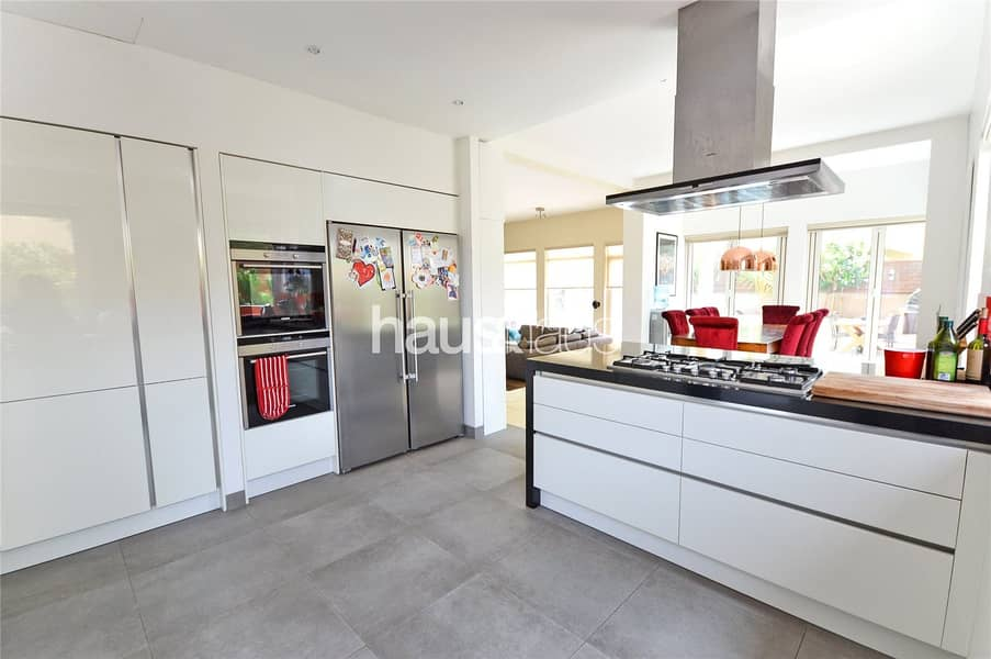 2 Exclusive | Upgraded | Extended | 4 beds