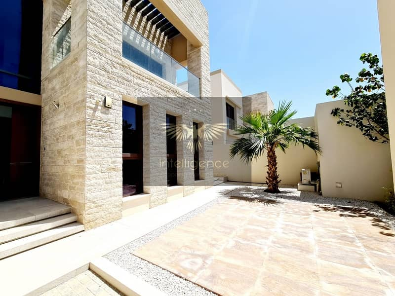 1 Prestigious Villa with Pool and Landscaped Garden