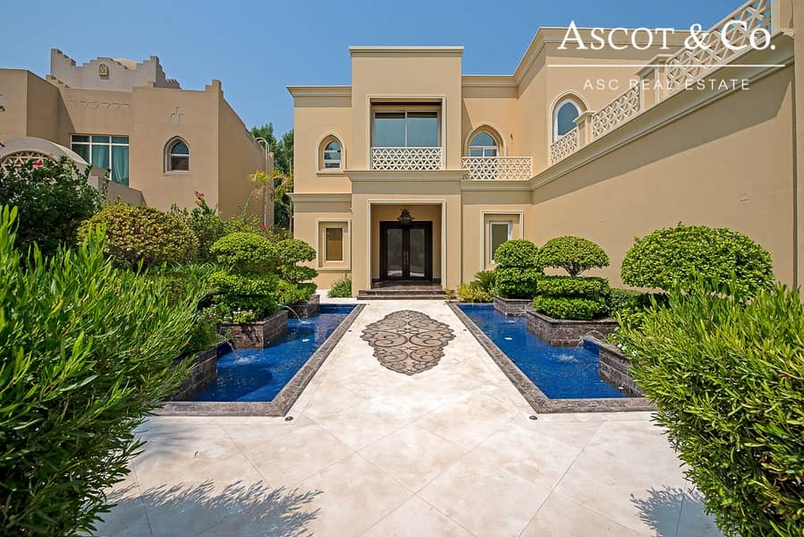 Luxury Lake view  Jumeirah Islands Villa
