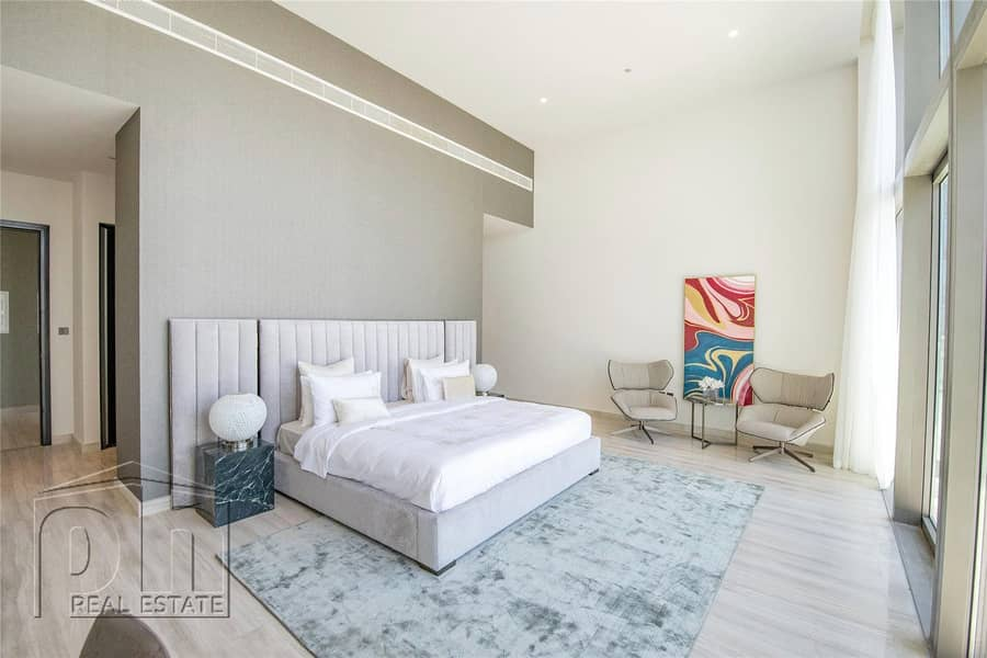 10 Luxury Living | Stunning Penthouse | Brand New