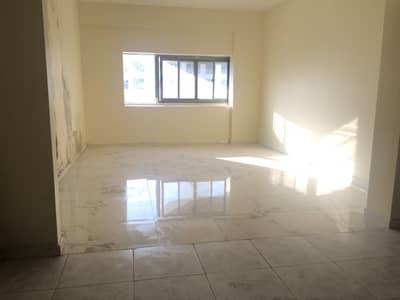 2 Bedroom Flat for Rent in Deira, Dubai - 2BHK WITH 2 BALCONY 2 WASHROOM VERY CLOSE TO METRO STATION CENTREL AC FAMILY SHARRING ALLOWED WALK DISTANCE TO METRO ONLY 2 MINTS ONLY 68K