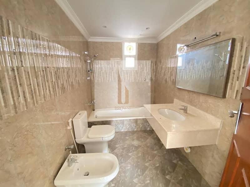 2 Upgraded Bathrooms & Kitchen   3BR+Garden+Maids