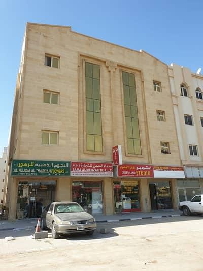 مبنى سكني  للبيع في تجارية مويلح، الشارقة - بناية على شارع رئيسي في مويلح