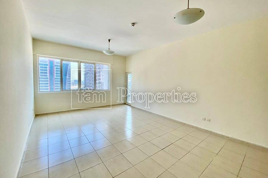 Huge 1bed|ChillerFree |Balcony |SemiClosed Kitchen