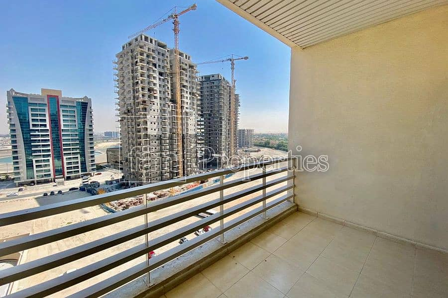11 Huge 1bed|ChillerFree |Balcony |SemiClosed Kitchen