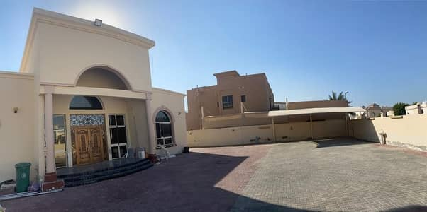 4 Bedroom Villa for Rent in Al Warqaa, Dubai - Well Maintained | Luxurious 4 BR Villa with Servant Quarters / Mulhaq | Ground Floor villa | Outside Kitchen
