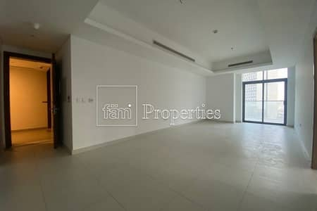 Large Living Room, Facing the Canal, Rented