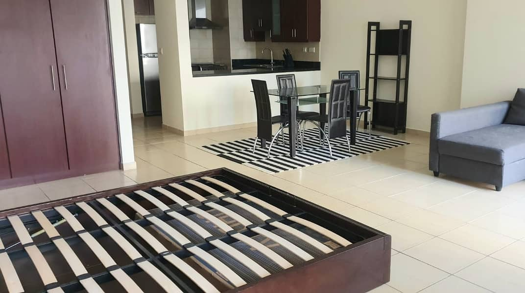 1 Large furnished vacant studio in Murjan