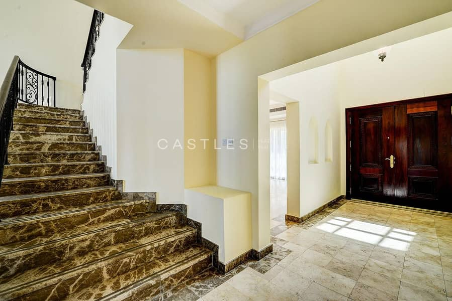 14 Lake View- Upgraded 5 bed+maids in Jumeirah islands