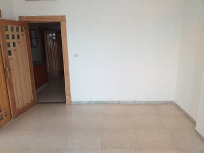 فلیٹ 4 غرف نوم للايجار في شارع إلكترا، أبوظبي - staff accommodation allowed 4bhk with maids room 80k on elecrea street