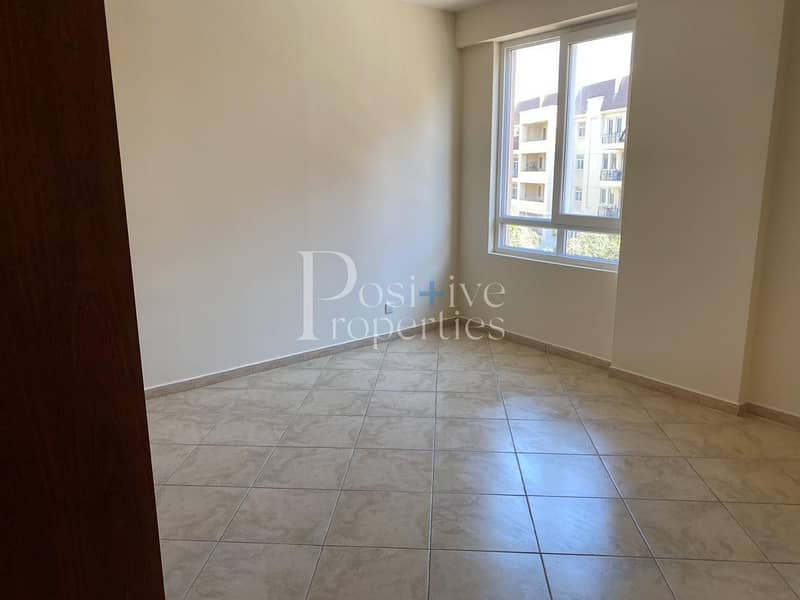 14 Well Maintain / Huge Balcony / Close to Pool or Garden