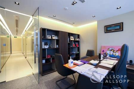 مکتب  للبيع في الخليج التجاري، دبي - Investor Deal  |  7.45% ROI  |  Half Floor