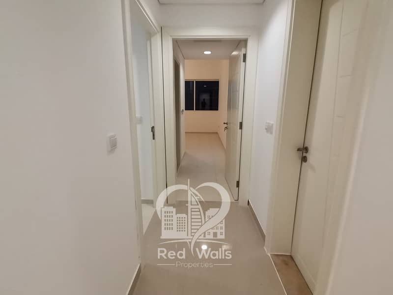 2 Laundry Room and Store With All Facilities
