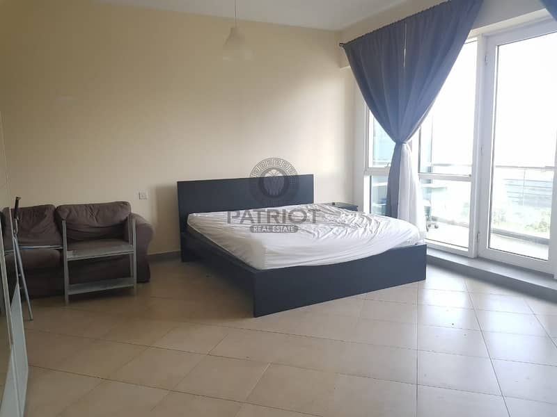 FULLY FURNISHED  Huge Studio w Balcony  40k / Chiller Free / Front of Metro Stn / Vacant
