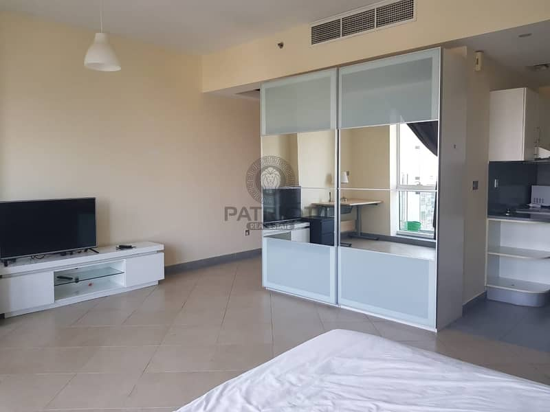 2 FULLY FURNISHED  Huge Studio w Balcony  40k / Chiller Free / Front of Metro Stn / Vacant
