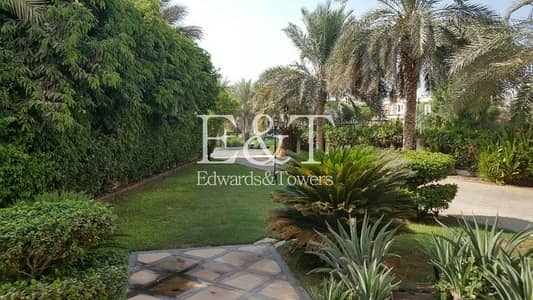 4 Bedroom Villa for Sale in Jumeirah Islands, Dubai - Highly Upgraded Villa Near Club House | 4 Bed | JI
