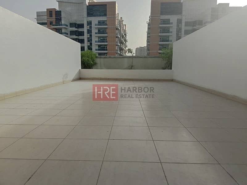 Nice Studio | Large Terrace | Up to 12 Cheques