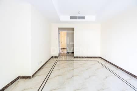 فیلا 2 غرفة نوم للبيع في الينابيع، دبي - Well-maintained Villa with Partial Lake View