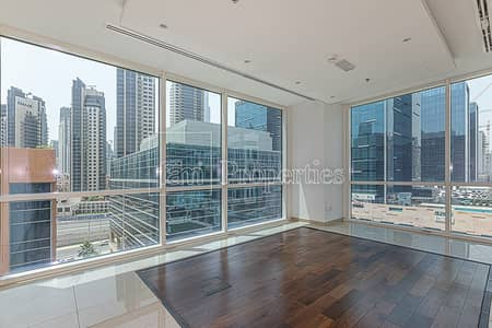 مکتب  للايجار في الخليج التجاري، دبي - Corner Fully Fitted | Partitions | Courtyard View