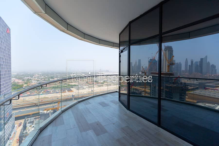 Largest Layout with Skyline Views - High Floor