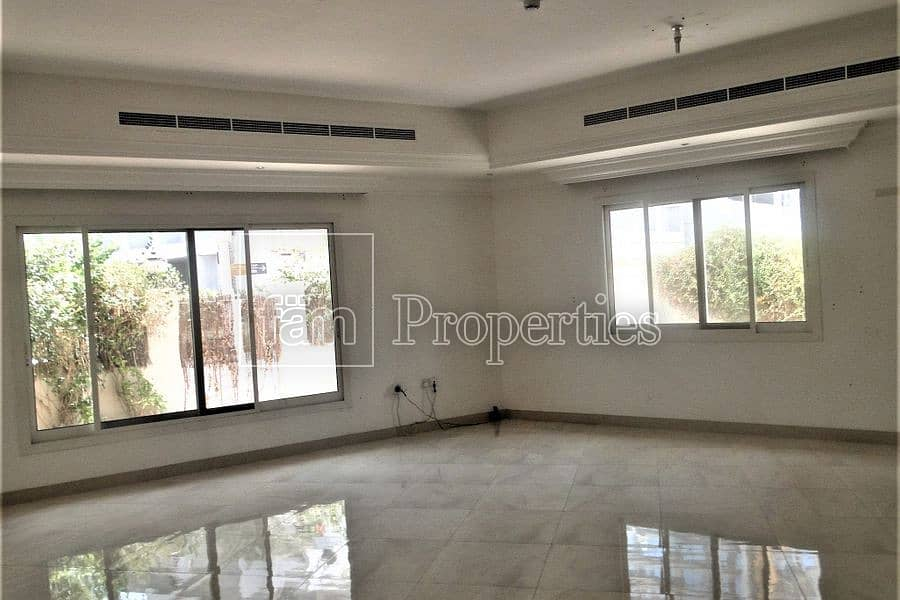 Modern TH+ maid room with access to all facilities