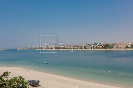5 Bedroom Villa for Sale in Palm Jumeirah, Dubai - One of a Kind | Upgraded 5Br Atrium Entry