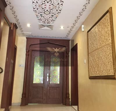 3 Bedroom Villa for Sale in Abu Dhabi Gate City (Officers City), Abu Dhabi - Amazing Modified Beautiful Wall Art Designed Villa