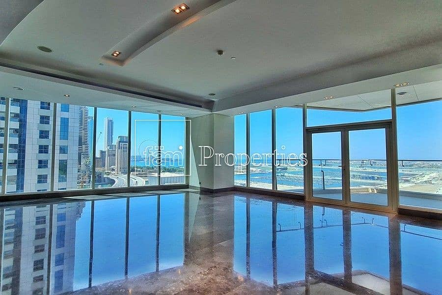 EXCLUSIVE Immaculate Contemporary Half-Floor Flat