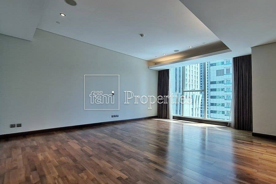 30 EXCLUSIVE Immaculate Contemporary Half-Floor Flat