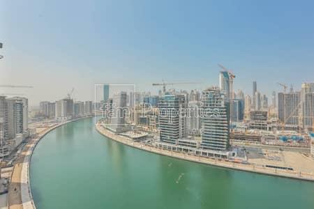 شقة 3 غرف نوم للبيع في الخليج التجاري، دبي - 3 BR with maids facing full lake and  Burj Khalifa