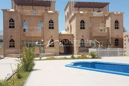 5 Bedroom Villa for Rent in Khalifa City A, Abu Dhabi - Amazing Villa in A Compound with Swimming Pool