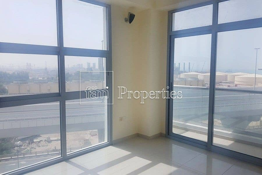 Best Deal   Huge 2Bed   Vacant   Closed Kitchen