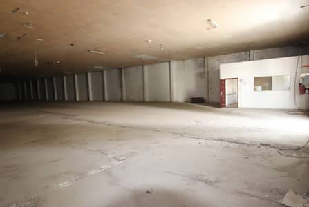 Warehouse for Rent in Al Khabisi, Dubai - Vacant   Good Size   Prime Location   For Storage