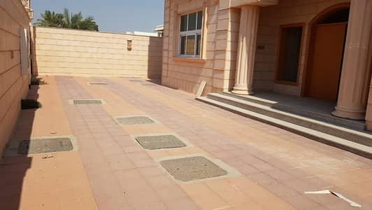 *** AMAZING DEAL – Luxurious 5BHK Duplex Villa with garden area available in Ramaqiya area, Sharjah