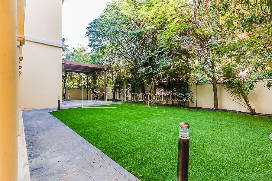 2 Park Backing! Away from Road 4BR+Study Cordoba