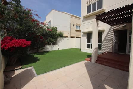 3 Bedroom Villa for Rent in The Meadows, Dubai - Type 3| 3Bedrooms + Maid Rm | With Garden