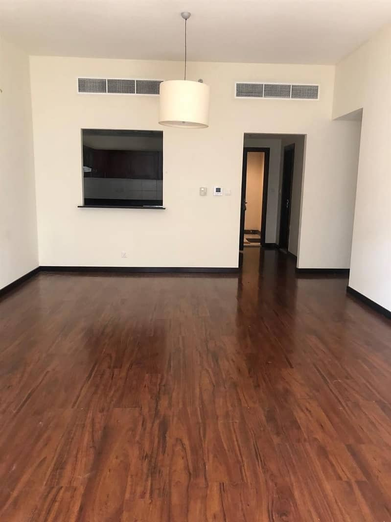 2 2 Bed Apt In A chiller free Building Green Lakes JLT
