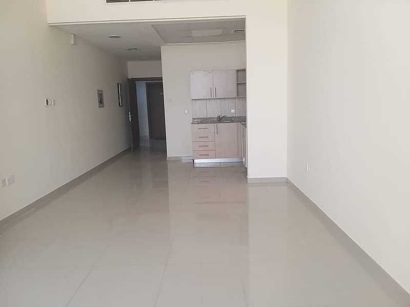 large studio for rent only in 22k