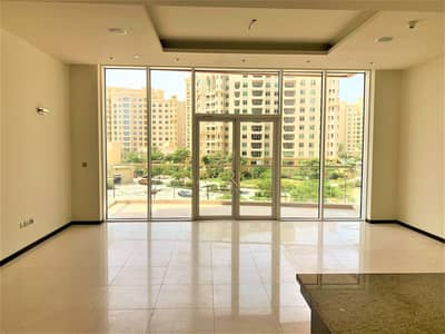 2 Bedroom Flat for Rent in Palm Jumeirah, Dubai - Free Month+Beach+Pool Access   Huge 2BR+Study