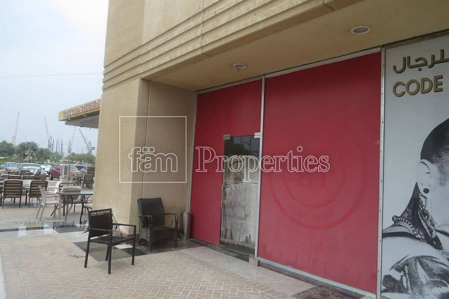 Small unit on the ground floor for lease