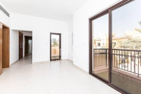 تاون هاوس 4 غرف نوم للايجار في مدينة دبي الرياضية، دبي - Bright and Partly Furnished 4 Bedroom TH