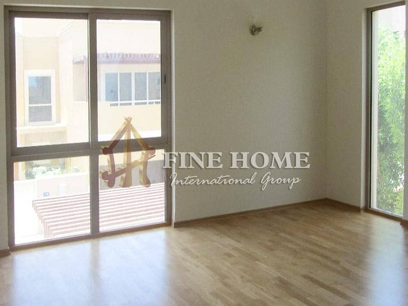 Huge and Spacious 4BR Villa with Balconies